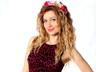 Karolina555 shows webcam private